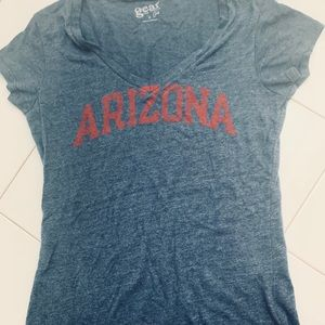 ❤️trendy college T-shirt❤️accepting offers!